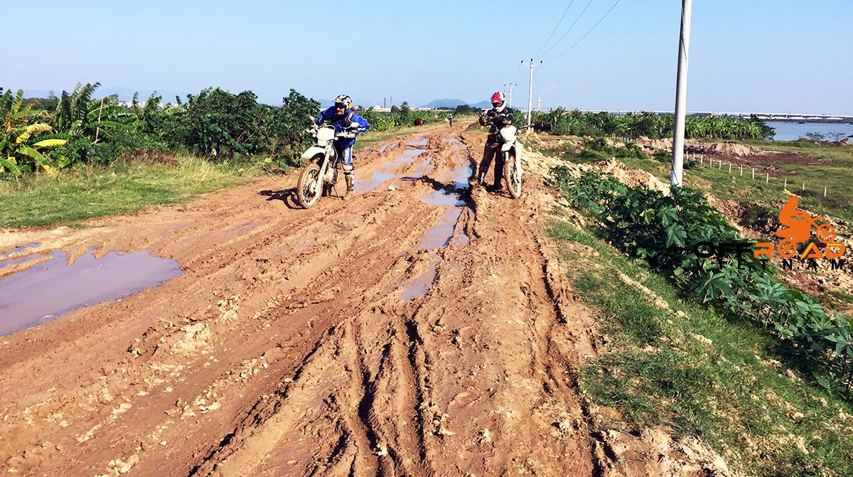 Vietnam Motorcycle Motorbike Tours - Great North Ride: A real dirt track.